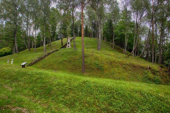 Mažulonys Mound