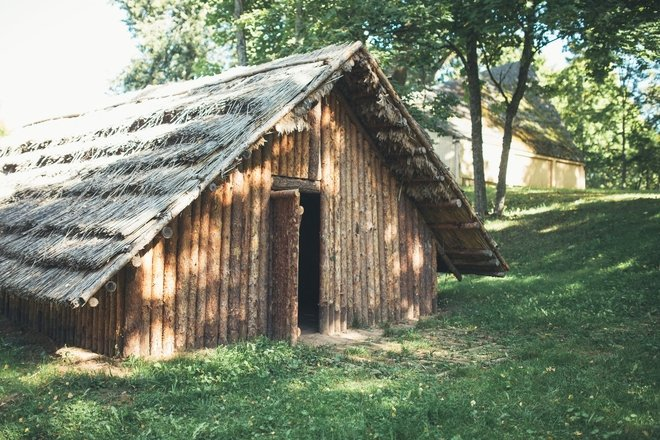 Burial Mound Exposition and the Stone Age Hut
