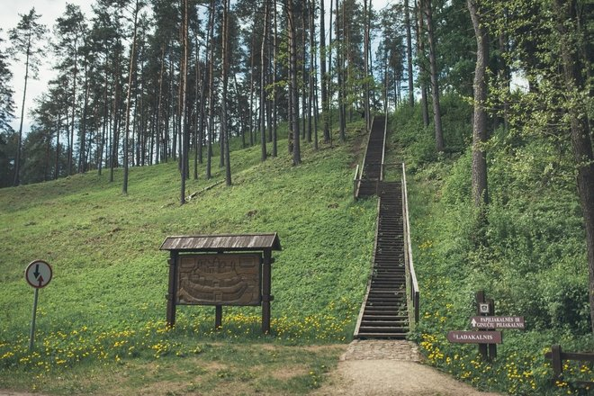 Ginučiai (Papiliakalne) mound