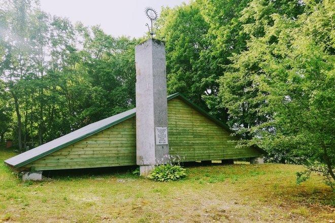 Могила художника Джона Рустема
