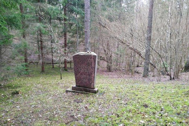 Место и могила для еврейской резни в городке Салакас