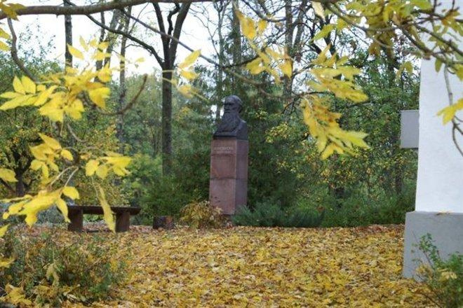 Профессор Памятник Адаму Хребинку