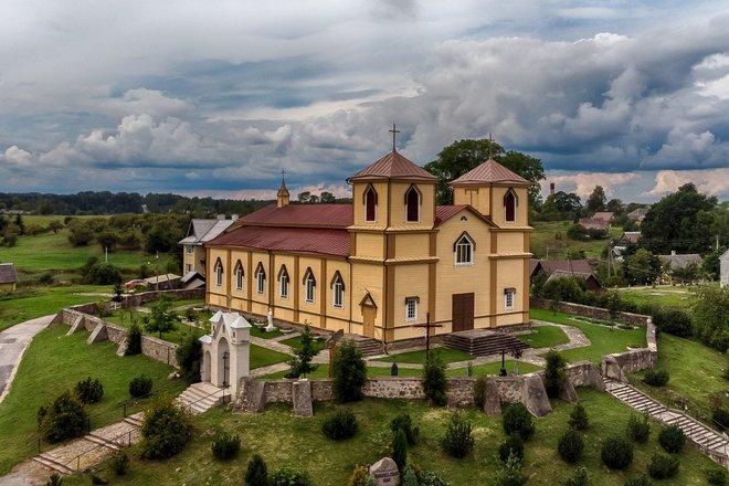 Костёл св.Йоакима и Онос в Науясис Даугелишкис